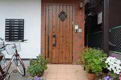 正面玄関の様子。(2015-06-28,周辺環境,ENTRANCE,1F)