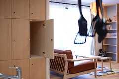 キッチン脇には部屋ごとの収納が設けられています。(2015-06-28,共用部,KITCHEN,1F)