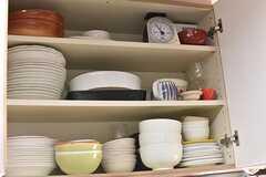キッチンの上は共用の食器が用意されています。(2017-04-24,共用部,KITCHEN,3F)