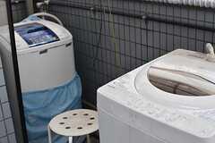 物干しスペースには洗濯機が2台設置されています。(2017-04-24,共用部,LAUNDRY,3F)