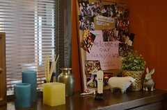 玄関には入居者さんの思い出がいっぱい。(2014-05-22,周辺環境,ENTRANCE,2F)