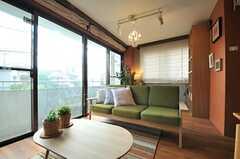 リビングの様子5。良い色のソファです。(2014-05-22,共用部,LIVINGROOM,2F)