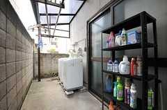洗濯後、その場で洗濯物を干せます。(2014-05-22,共用部,LAUNDRY,1F)