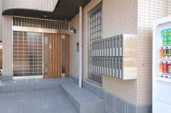 シェアハウスの正面玄関。(2013-02-28,周辺環境,ENTRANCE,1F)