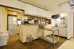 キッチン前には作業スペースがあります。(2016-03-14,共用部,KITCHEN,3F)