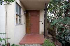 シェアハウスの正面玄関。(2008-10-29,周辺環境,ENTRANCE,1F)