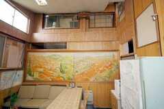 シェアハウスのラウンジの様子4。実は天井が高い。(2008-10-29,共用部,LIVINGROOM,2F)