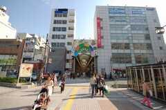 JR新小岩駅前のアーケード商店街入口の様子。(2008-10-29,共用部,ENVIRONMENT,1F)