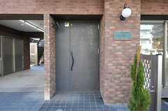 シェアハウスの正面玄関の様子。(2012-01-26,周辺環境,ENTRANCE,1F)