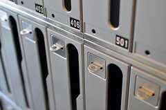 集合ポストは鍵が掛けられるようになっています。(2012-01-26,周辺環境,ENTRANCE,1F)