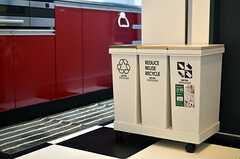 ゴミ箱の様子。(2012-01-26,共用部,KITCHEN,3F)