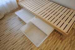 ベッド下収納の様子。(301号室)(2012-01-26,専有部,ROOM,3F)