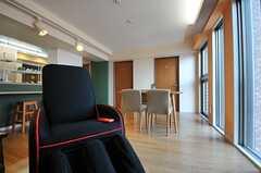 立派なマッサージチェアも用意されています。※女性専用フロアです。(2012-02-27,共用部,LIVINGROOM,5F)