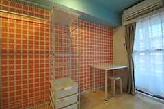 専有部の様子2。壁紙が特徴的です。(603号室)※女性専用フロアです。(2012-02-27,専有部,ROOM,6F)