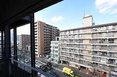 窓からの景色。大きな通りに面しています。(604号室)※女性専用フロアです。(2012-02-27,専有部,ROOM,6F)