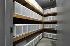 食料庫の様子。各部屋ごとに収納できます。(2014-04-18,共用部,OTHER,1F)