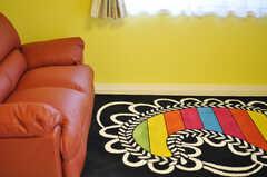 カラフルなカーペットも似合っています。(2013-11-07,共用部,LIVINGROOM,7F)