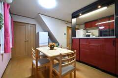 キッチン側には収納棚が設置されています。(2018-03-09,共用部,LIVINGROOM,2F)