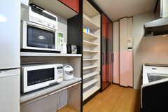 食器棚はスライド式です。(2018-03-09,共用部,KITCHEN,2F)