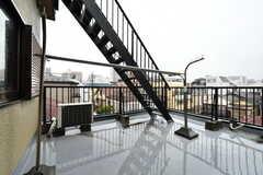 物干し場の様子。階段の先は屋上です。(2018-03-09,共用部,OTHER,3F)