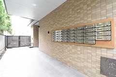 玄関脇に物干しスペースを設置予定とのこと。(2016-10-19,共用部,OTHER,1F)