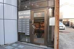 シェアハウスの正面玄関。(2013-03-11,周辺環境,ENTRANCE,1F)
