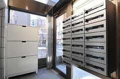 郵便受けも部屋ごとに設置されています。ダイヤル式の鍵が付いています。(2013-03-11,周辺環境,ENTRANCE,1F)