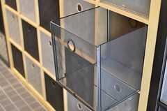 部屋ごとに分けられた食材などを置けるスペース。ひとりでカゴ3つ分利用できます。(2013-03-11,共用部,OTHER,1F)