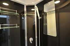 ガラス張りのシャワーユニットです。(2013-03-11,共用部,BATH,1F)