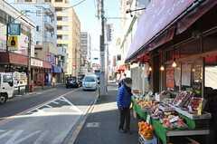シェアハウス周辺の様子。昔ながらの商店も多いので、買い物も楽しめそう。(2013-03-11,共用部,ENVIRONMENT,1F)