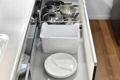 食器類・鍋類はキッチンの引出しに収納されています。(2017-06-25,共用部,KITCHEN,2F)