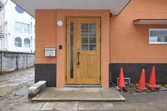シェアハウスの正面玄関。(2012-03-06,周辺環境,ENTRANCE,1F)