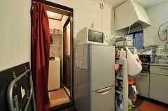 冷蔵庫脇に水まわり設備があります。(2013-09-23,共用部,OTHER,1F)