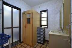バスルームの脱衣室の様子。サウナルームは使用できません。(2015-03-25,共用部,BATH,1F)