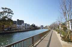 シェアハウスの前には川が流れています。(2015-03-25,共用部,ENVIRONMENT,1F)