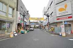 京成本線・京成小岩駅前の商店街。スーパーもあります。(2015-12-10,共用部,ENVIRONMENT,1F)