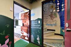 リビングの入口。壁に物語が書いてあります。(2016-10-12,共用部,OTHER,2F)