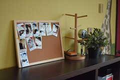 入居者さんの写真が飾られています。(2016-10-12,共用部,LIVINGROOM,2F)