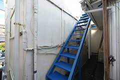 3階からベランダにアクセスするときには外階段を使います。(2016-10-12,共用部,OTHER,2F)