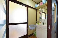 脱衣室の様子。洗面台が設置されています。(2016-10-12,共用部,BATH,3F)