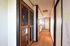 廊下の様子。テーマは「空」で、絵本の物語は4階で終わります。(2016-10-12,共用部,OTHER,4F)