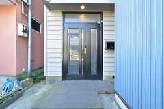 玄関の様子。(2016-02-16,周辺環境,ENTRANCE,1F)