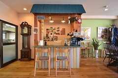 屋台のようなカフェ・スペース。(2015-10-02,共用部,LIVINGROOM,1F)