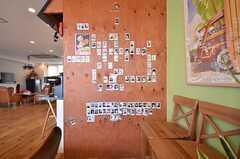 入居者さんの写真が貼られています。(2015-10-02,共用部,LIVINGROOM,1F)