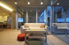 ムーディーな空間です。(2011-04-20,共用部,LIVINGROOM,6F)