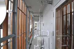 共用ベランダにある物干し場の様子。(2011-04-20,共用部,OTHER,6F)