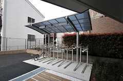 自転車置き場の様子。駐輪は登録制です。(2011-04-20,共用部,GARAGE,1F)