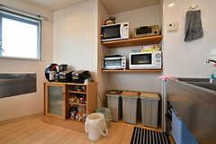 壁にはキッチン家電が設置されています。(2018-09-07,共用部,KITCHEN,6F)