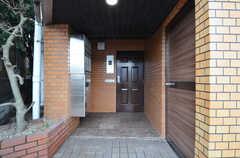 シェアハウスの玄関の様子。(2014-12-11,周辺環境,ENTRANCE,1F)