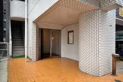 マンションの正面玄関。(2009-06-08,周辺環境,ENTRANCE,1F)